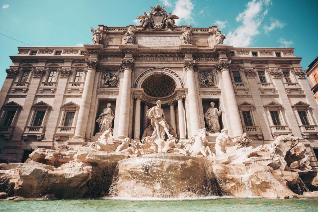 Fontana di Trevi, a Dazzling Beauty in White!